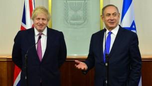 رئيس الوزراء بنيامين نتيناهو يبتقي بوزير الخارجية البريطاني بوريس جونسون في مكتب رئيس الورزاء في القدس، 8 مارس 2017 (Kobi Gideon / GPO)