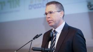 وزير الامن العام جلعاد اردان خلال مؤتمر، 28 مارس 2017 (Roy Alima/Flash90)