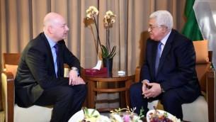 المبعوث الأمريكي إلى الشرق الأوسط جيسون غرينبلات يلتقي برئيس السلطة الفلسطينية محمود عباس على هامش قمة الجامعة العربية في عمان، 28 مارس، 2017. ( Wafa / Thair Ghnaim)