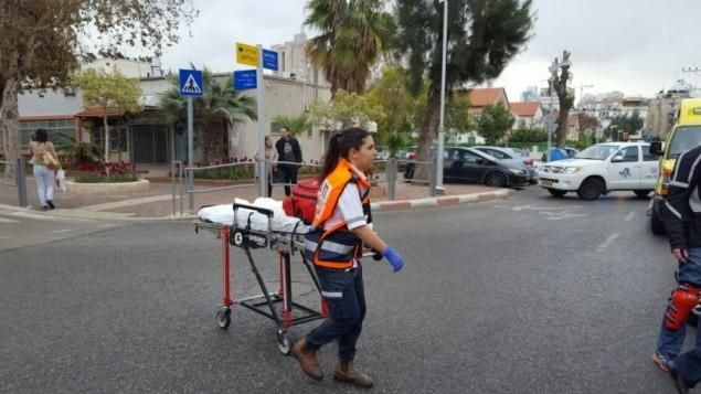 موقع هجوم الحرق المتعمد في مدينة حولون الواقعة وسط إسرائيل، 14 مارس، 2017.  (Photo credit: Magen David Adom spokesperson)