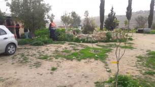 ساحة هجوم طعن في بؤرة حافات مور الاستيطانية بالقرب من الخليل، 1 مارس 2017 (Hebron Hills spokesperson)