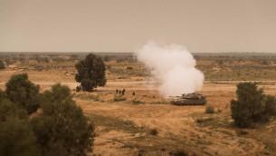 دبابة مشاركة في تمرين عسكري للجيش الإسرائيلي في 21 مارس، 2017. (وحدة المتحدث بإسم الجيش الإسرائيلي)