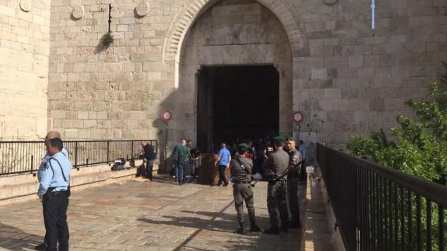 قوات الشرطة في  موقع محاولة هجوم عند باب العامود في القدس، 29 مارس، 2017 (Israel Police)