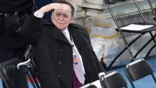 شيلدون أديلسون خلال مراسم تنصيب الرئيس المنتخب دونالد ترامب في تلة الكابيتول في العاصمة الأمريكية واشنطن، 20 يناير، 2017.(AFP PHOTO/Paul J. Richards