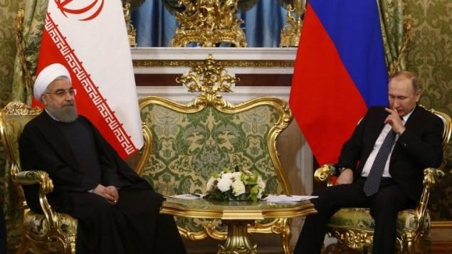 الرئيس الإيراني حسن روحاني يلتقي بنظيره الروسي فلاديمير بوتين في الكرملين، 28 مارس 2017 (Sergei Karpukhin/AFP)