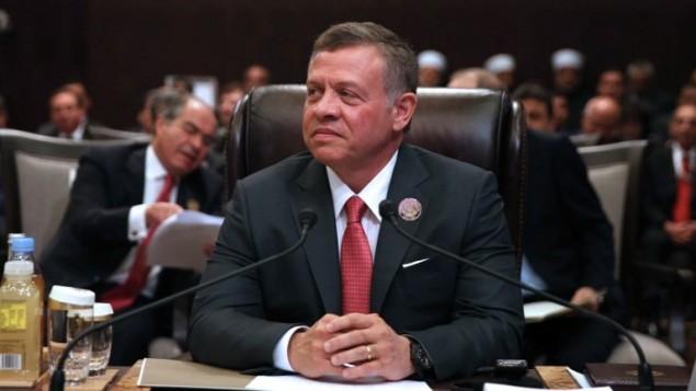 ملك الأردن عبد الله الثاني يحضر محادثات قمة جامعة الدول العربية في منطقة سويمة الأردنية في البحر الميت، 29 مارس، 2017. (AFP/Khalil Mazraawi)