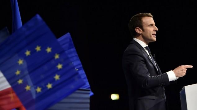 المرشح للرئاسة الفرنسية ايمانويل ماكرون خلال خطااب، 19 ابريل 2017 (AFP Photo/Jean-Sebastien Evrard)