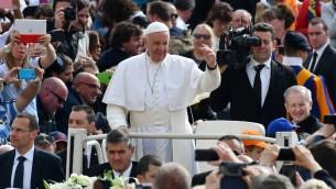 البابا فرنسيس في الفاتيكان، 26 ابريل 2017 (VINCENZO PINTO / AFP)