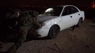سيارة مسروقة تمت مصادرتها من قبل الجيش الإسرائيلي في إطار مداهمة في قرية سلودا في 13 أبريل، 2017، بلدة الشاب الفلسطيني الذي نفذ هجوم دهس أسفر عن مقتل جندي وإصابة آخر في الأسبوع الماضي. (وحدة المتحدث بإسم الجيش الإسرائيلي)