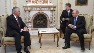 المديرالتنفيذي لشركة ايكسون، ريكس تلرسون، يلتقي الرئيس الروسي فلاديمير بوتين في موسكو، ابريل2012 (CC-BY, Wikimedia Commons)