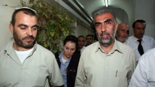 كمال خطيب، من الفرع الشمالي للحركة الإسلامية، يصل إلى المحكمة البلدية في القدس، 4 أكتوبر، 2009. (Matanya Tausig/Flash90)