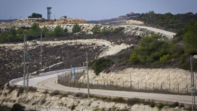 الحدود اللبنانية الإسرائيلية من راس الناقورة في الطرف الإسرائيلي، 10 نوفمبر 2016 (Doron Horowitz/Flash90)