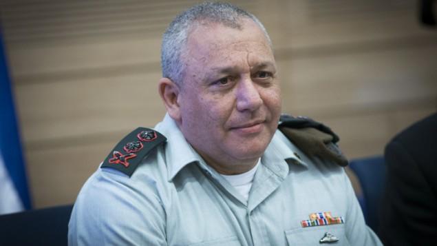 رئيس هيئة الأركان العامة للجيش الإسرائيلي غادي آيزنكوت يحضر جلسة للجنة الشؤون الخارجية والدفاع في الكنيست، 22 فبراير، 2017. (Yonatan Sindel/Flash90 )
