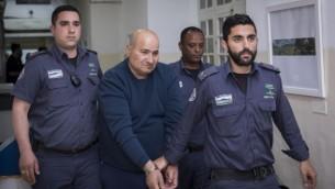 جميل تميمي (57 عاما)، الذي قتل هانا بلادون في هجوم طعن بالقدس في 14 ابريل 2017، في محكمة الصلح في القدس بعد اعتقاله، 15 ابريل 2017 (Yonatan Sindel/Flash90)
