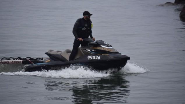 الشرطة تجري عمليات بحث عن ثلاثة شبان فُقدت آثارهم في بحيرة طبريا، 13 أبريل، 2017. (Police spokesperson)