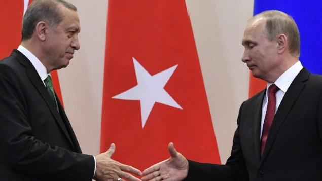 الرئيس الروسي فلاديمير بوتين بعد مؤتمر صحافي مشترك مع نظيره التركي رجب طيب اردوغان في سوتشي، 3 مايو 2017 (Alexander NEMENOV / AFP)
