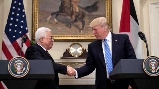 الرئيس الامريكي دونالد ترامب ورئيس السلطة الفلسطينية محمود عباس خلال مؤتمر صحفي مشترك في البيت الابيض، 3 مايو 2017 (AFP PHOTO / NICHOLAS KAMM)