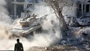 دبابة تابعة لقوات النظام السوري، 13 مايو 2017 (AFP PHOTO / STRINGER)