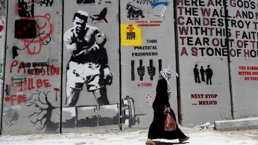 غرافيتي على الجدار الامني في مدينة بيت لحم بالضفة الغربية فى 15 مايو 2017.  AFP PHOTO / THOMAS COEX