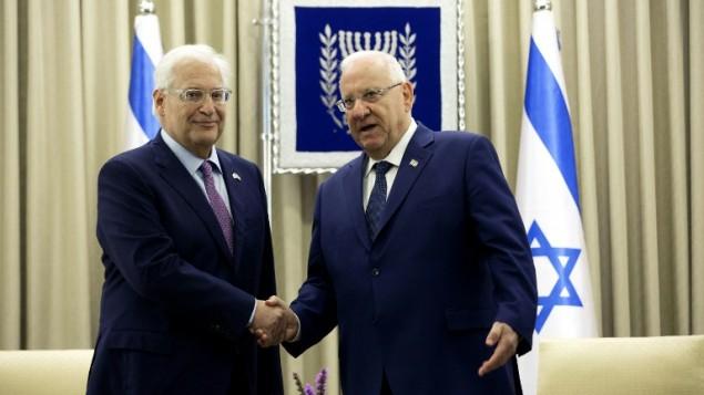 السفير الامريكي الجديد الى اسرائيل دافيد فريدمان يقدم اوراق اعتماده الى الرئيس رؤفون ريفلين في القدس، 16 مايو 2017 (AFP PHOTO / POOL / Heidi Levine)