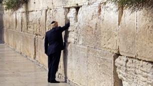 الرئيس الامريكي دونالد ترامب يزور الحائط الغربي في القدس القديمة، 22 مايو 2017 (AFP PHOTO / POOL / RONEN ZVULUN)