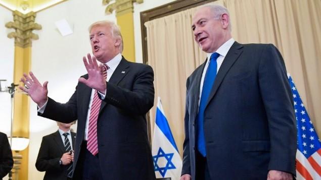 الرئيس الامريكي دونالد ترامب ورئيس الوزراء الإسرائيلي بنيامين نتنياهو خلال مؤتمر صحفي في فندق كينغ ديفيد في القدس، 22 مايو 2017 (AFP/MANDEL NGAN)