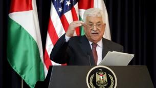 رئيس السلطة الفلسطينية محمود عباس خلال مؤتمر صحفي في القصر الرئاسي في مدينة بيت لحم في الضفة الغربية، 23 مايو، 2017 (AFP/THOMAS COEX)