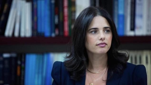 وزيرة العدل ايليت شاكيد في وزارة العدل في القدس، 9 اغسطس 2015 (Yonatan Sindel/Flash90)
