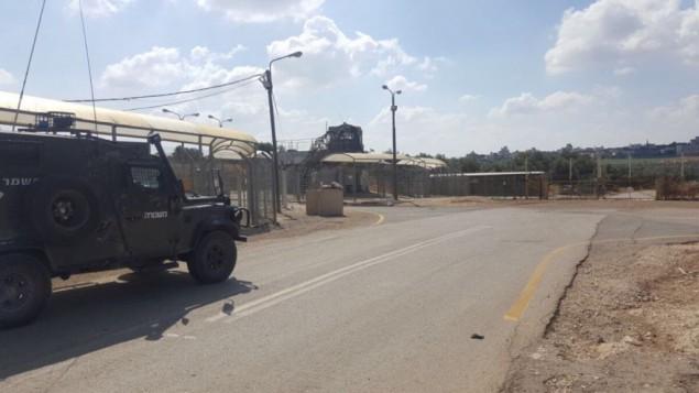 شرطة  حرس الحدود عند حاجز حيث م إعتقال فتى فلسطيني لمحاولته كما زُعم إدخال قنبلتين أنبوبتين إلى المحكمة العسكرية بالفرب من نابلس، 24 مايو، 2017. (الشرطة الإسرائيلية)