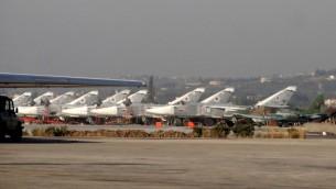 طائرات حربية روسية في قاعدة حميميم الجوية في محافظة اللاذقية السورية، 16 فبراير 2016 (AFP/STRINGER)