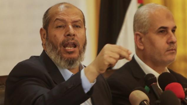 المسؤول في حركة حماس الإسلامية الفلسطينية، خليل الحية، يعقد مؤتمرا صحفيا في 18 أبريل، 2017، في مدينة غزة. (AFP PHOTO / MAHMUD HAMS)