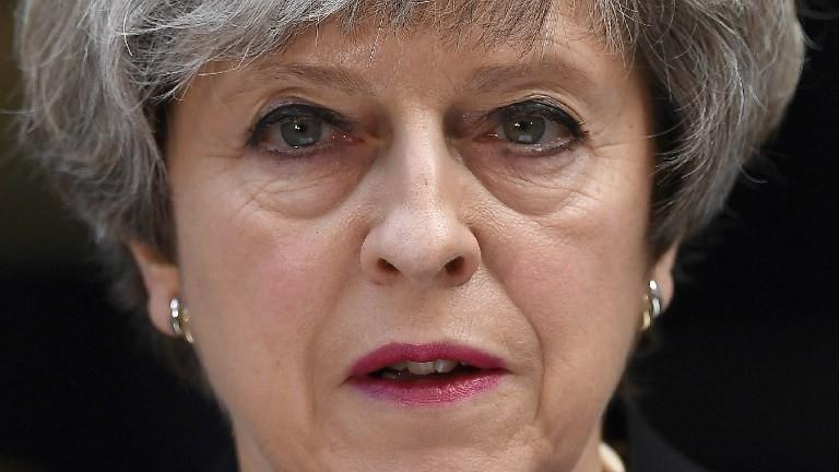 رئيسة الوزراء البريطانية تيريزا ماي تدلي بتصريح من أمام شارع 10 داونينغ وسط لندن في 4 يونيو، 2017، في أعقاب الإعتداءات التي ضربت العاصمة البريطانية في 3 يونيو. (AFP PHOTO / Justin TALLIS)