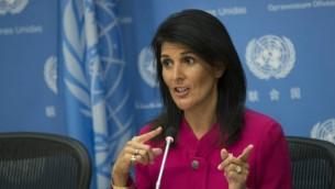 السفيرة الأمريكية لدى الأمم المتحدة نيكي هالي تجيب على أسئلة خلال مؤتمر صحفي في مقر الأمم المتحدة، في 3 أبريل، 2017 في مدينة نيويورك. (Drew Angerer/Getty Images via AFP)