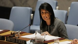 السفيرة الأمريكية لدى الأمم المتحدة نيكي هالي خلال حديث لها في جلسة لمجلس الأمن التابع للأمم المتحدة حول الوضع في الشرق الأوسط، في مقر الأمم المتحدة في نيويورك، 12 أبريل، 2017. (Spencer Platt/Getty Images/AFP)