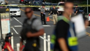 محققون في ساحة اطلاق النار في الكسندريا في فرجينيا، 14 يونيو 2017 (Alex Wong/Getty Images/AFP)