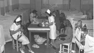 المركز الطبي  للاجئين المهاجرين اليهود اليمنيين في مخيم روش هاعين (Brauner Teddy/GPO)