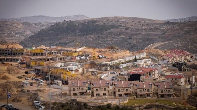 البناء في مستوطنة افرات في الضفة الغربية، 26 يناير 2017 (Gershon Elinson/Flash90)