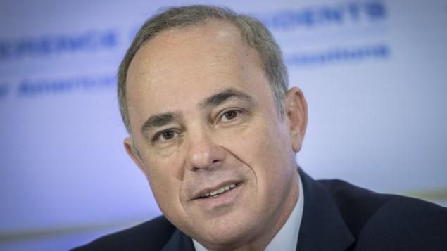 وزير الطاقة يوفال شتاينتس يحضر مؤتمر رؤساء المنظمات اليهودية الأمريكية الرئيسية في القدس، 20 فبراير، 2017. (Yonatan Sindel/Flash90)