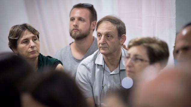 بروفسور مايخائيل فاينتروب، المدير السابق لقسم امراض الدم والسرطان للاطفال في مستشفى هداسا عين كارم، في خيمة احتجاجية في حديقة ساكر في القدس، 4 يونيو 2017 (Yonatan Sindel/Flash90)