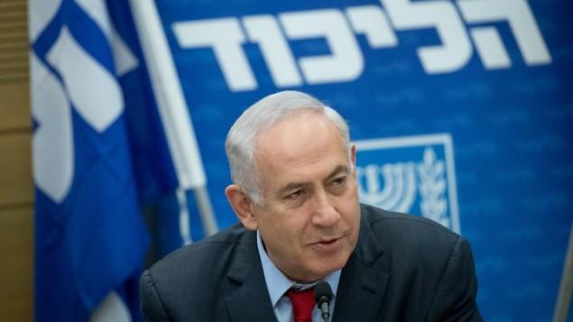رئيس الوزراء بينيامين نتنياهو يترأس جلسة حزب 'الليكود' في الكنيست في القدس، 19 يونيو، 2017. (Yonatan Sindel/Flash90)