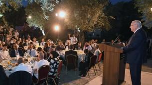 الرئيس رؤوفن ريفلين يستضيف قادة مسلمين ودبلوماسيين اجانبلوجبة افطار رمضاني في منزل الرئيس في القدس، 12 يونيو 2017 (Mark Neiman/GPO)