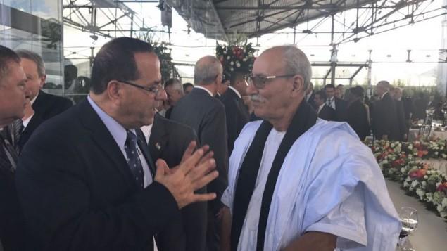 يجتمع وزير الليكود أيوب قرا مع رئيس وزراء الجمهورية الصحراوية في جنوب المغرب عبد القادر طالب عمر في الإكوادور في 24 مايو 2017.   (Courtesy)
