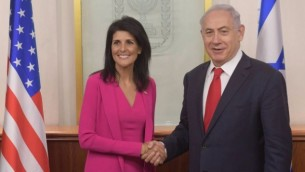 السفيرة الأمريكية لدى الأمم المتحدة نيكي هالي تلتقي برئيس الوزراء بنيامين نتنياهو في القدس، 7 يونيو، 2017. (Amos Ben Gershom/GPO)