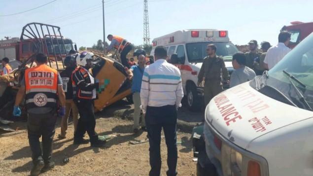 موقع حادث طرق مروع على الطريق رقم 60 بالقرب من مستوطنة عوفرة في الضفة الغربية، 27 يونيو، 2017. (Courtesy MDA)