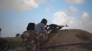 صورة توضيحية مأخوذة من مقطع فيديو نشرته تنظيو 'ولاية سيناء' التابع لداعش في 1 أغسطس، 2016. (MEMRI)