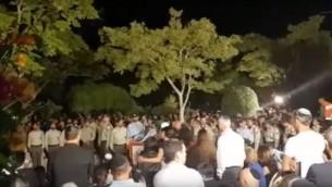 مرسم جنازة هداس مالكا في أشدود، 18 يونيو، 2017. (لقطة شاشة: YouTube)
