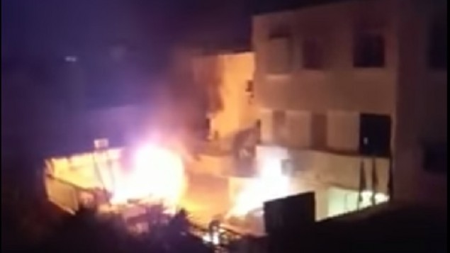 اشعال مركبات شرطة في كفر قاسم، 6 يونيو 2017 (screen capture: YouTube)
