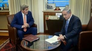 رئيس الوزراء بينيامين نتنياهو ووزير الخارجية الأمريكية جون كيري في القدس، 24 نوفمبر، 2015. (Matty Stern/US Embassy Tel Aviv)