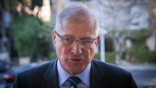 دافيد شمرون، المحامي الشخصي لرئيس الوزراء بنيامين نتنياهو، في مؤتمر صحفي عقده الليكود في تل أبيب، 1 فبراير 2015. (Flash90)
