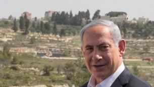 رئيس الوزراء بنيامين نتنياهو في زيارة لمقر قيادة الجيش الإسرائيلي في الضفة الغربية، 10 مارس / آذار 2015. (Ohad Zwigenberg/POOL)